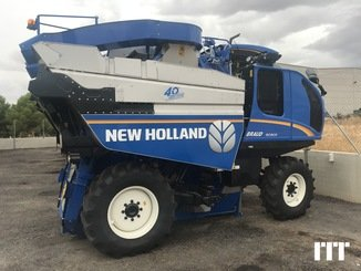 Grape harvesting machine New Holland 9090X - 2