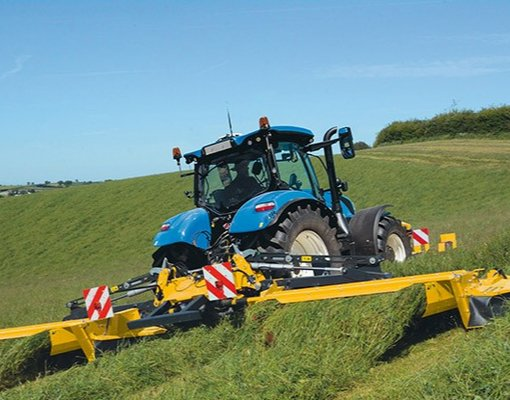 ITT CM93 New Holland and its new range of agricultural implements